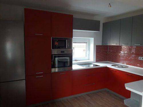 červená kuchyňská linka Pardubice