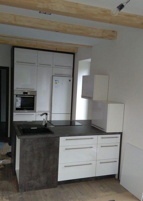 Kuchyně bílá s ostrůvkem Pardubice